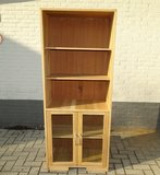 Boekenkast met vitrine_