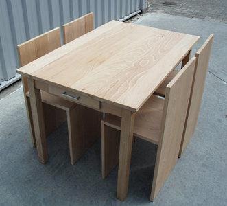 Tafel + 4 stoelen